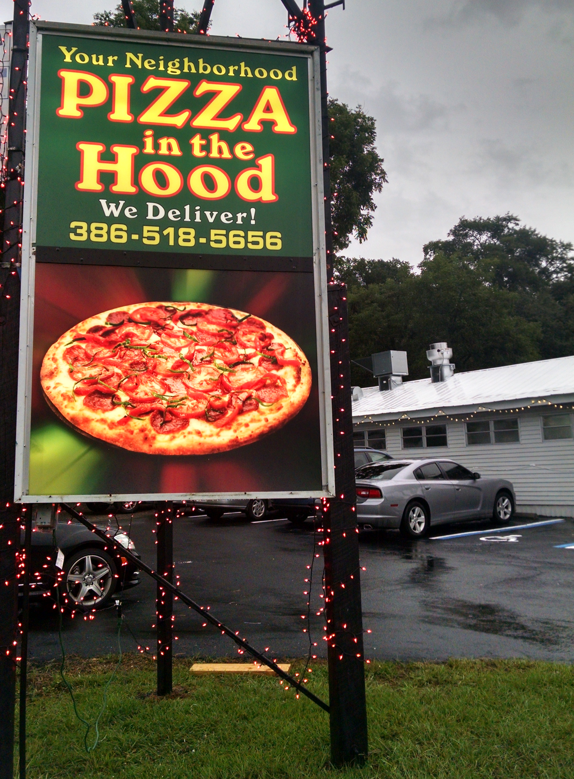 Pizza in the Hood sign